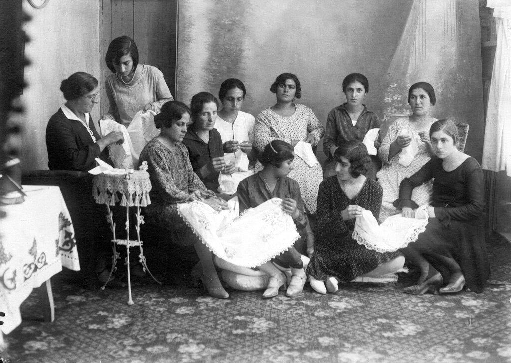 Курсы вышивания для беженцев в Афинах