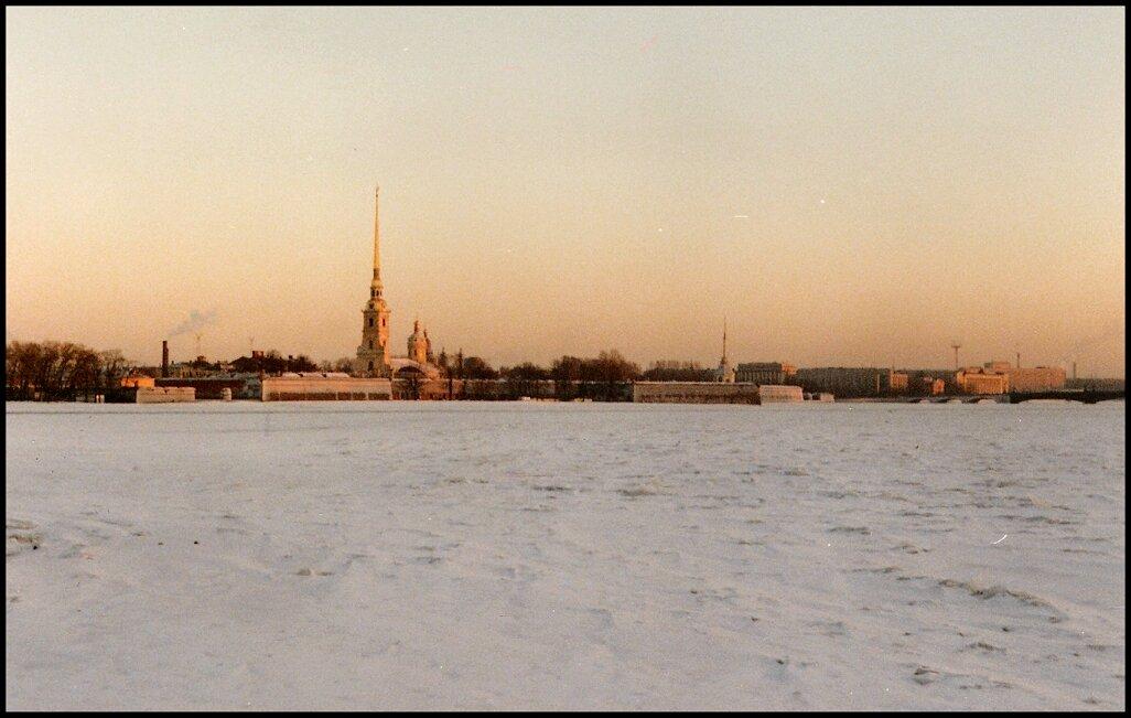 Петропавловская крепость через Неву