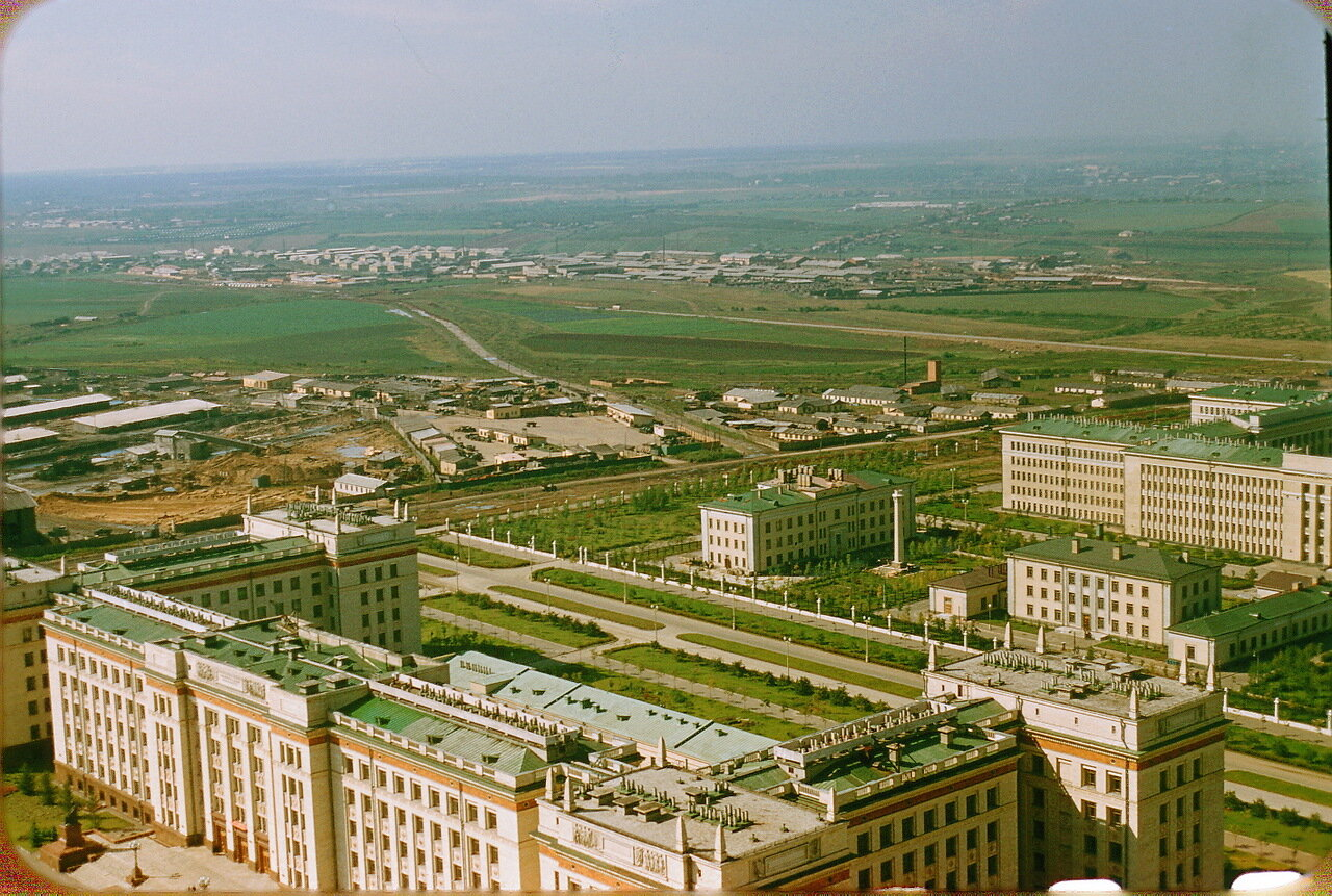 Вид на юго-запад с высоты МГУ