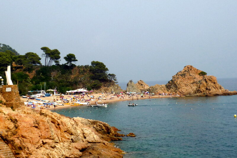 P1180121В северной части расположен еще один пляж - Мар Менуда ( Platja de la Mar Menuda).JPG