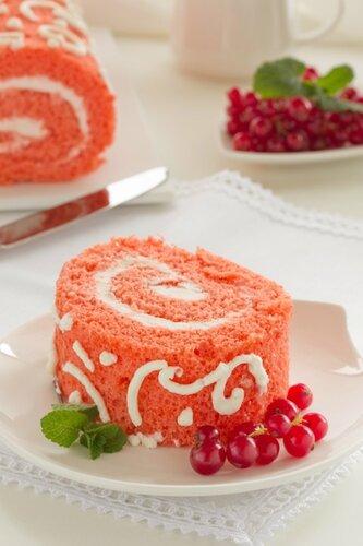 """Cake """"Red Velvet"""" with strawberries."""