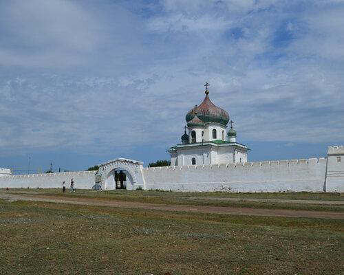 Стены крепости отлично сохранились (06.05.2013)