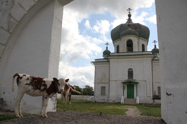 В центре крепости Никольский храм (06.05.2013)