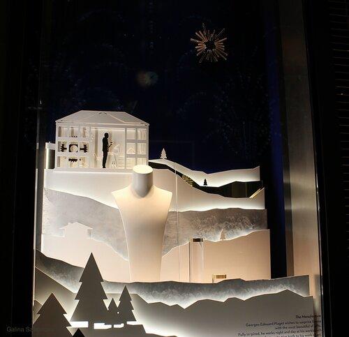 Витрина магазина часов Piaget на Рождество в Нью-Йорке