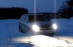 Lexus R-300 на зимнем просёлке вечером