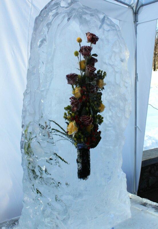 Букет роз во льду