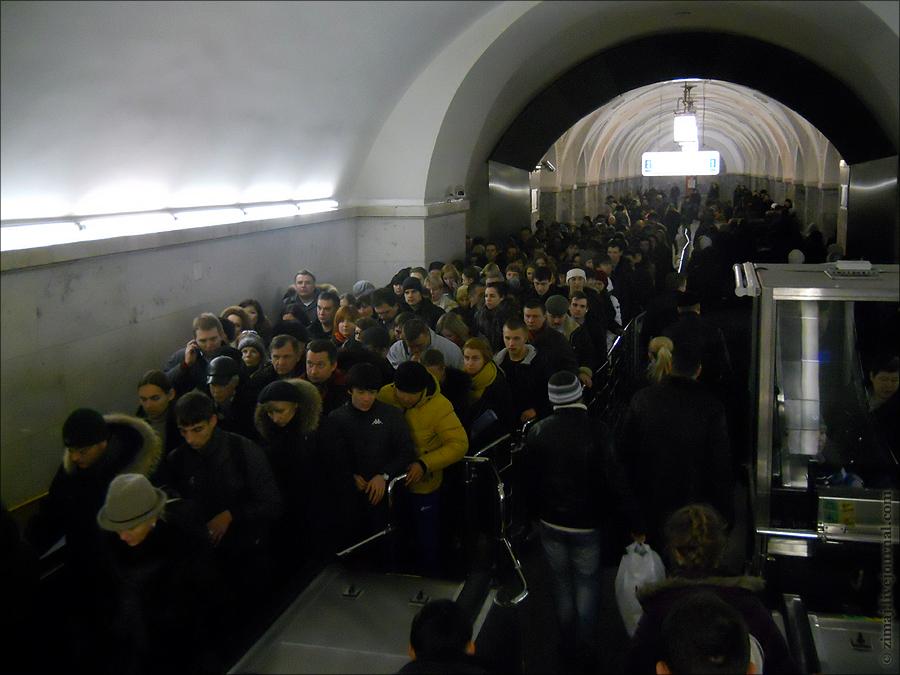 эскалатор, станция Парк Культуры (Кольцевая линия) (фото zimaj)