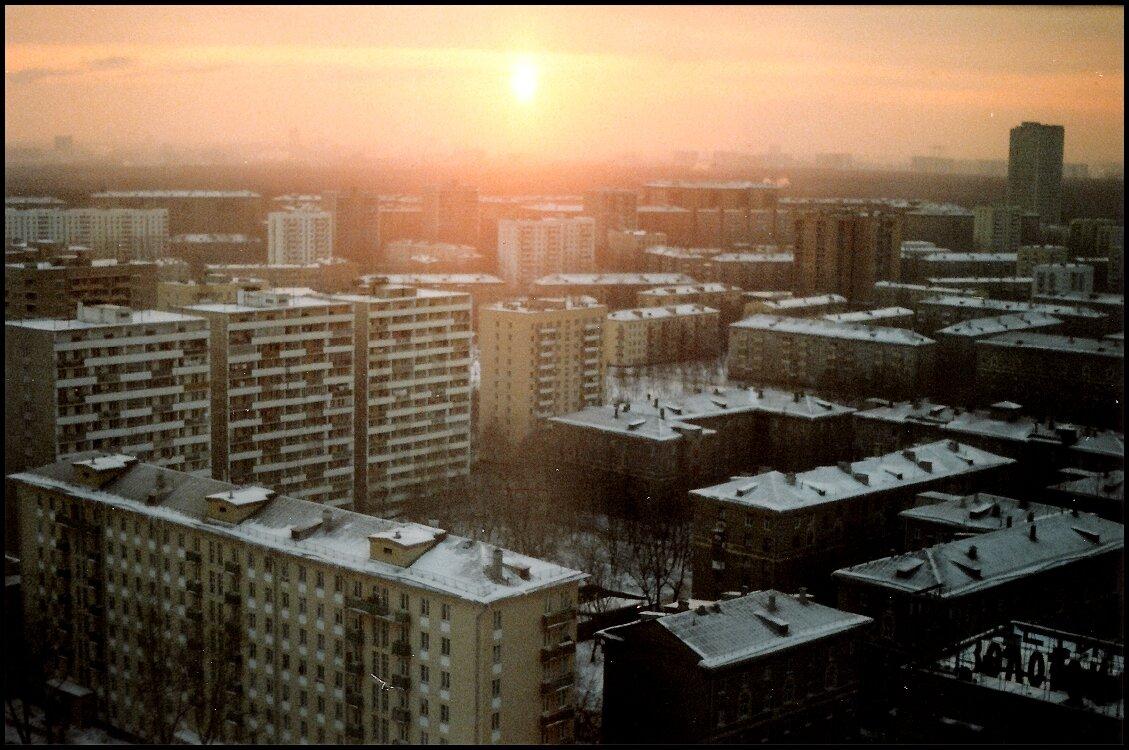 Восход солнца в спальном районе.
