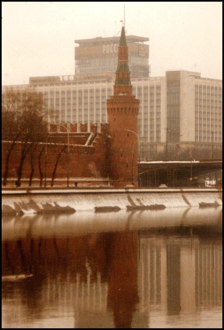 Кремлевская башня и гостиница Россия