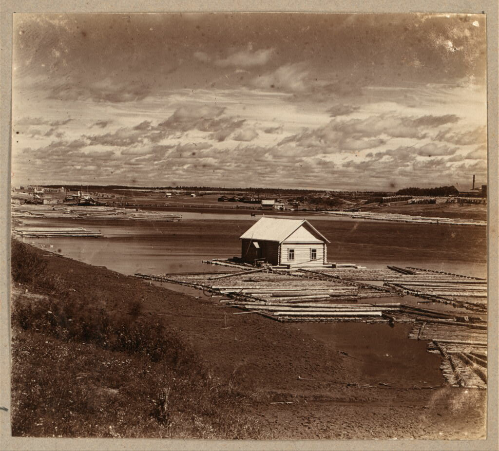 На р. Костроме. Дом на плоту. 1910.