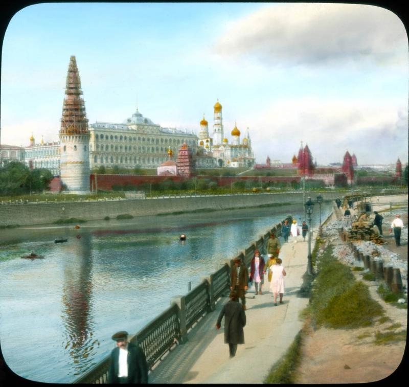 Москва.Вид на Кремль от Большого Каменного Моста