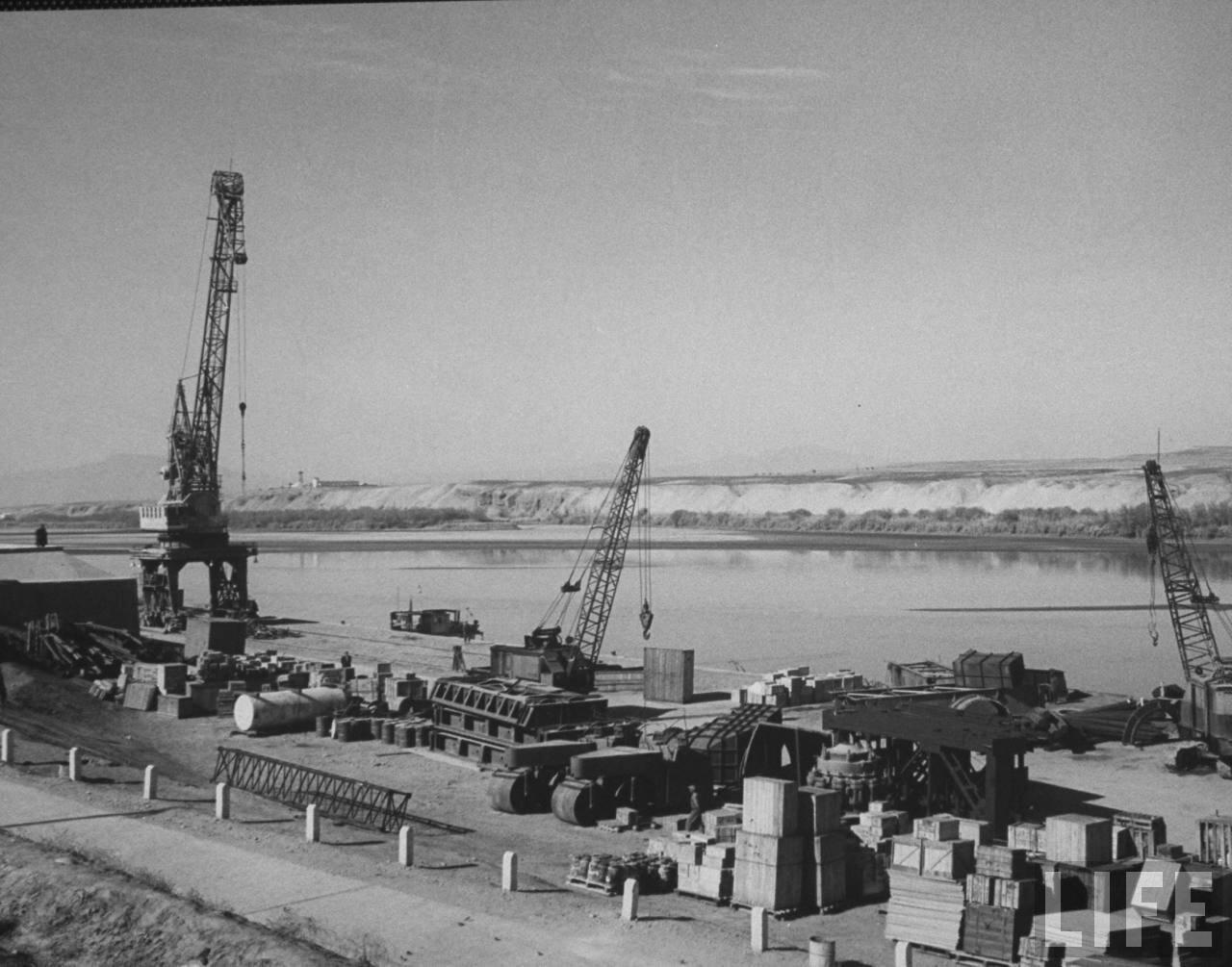 Река Амударья, отделяющая страну от Советского Союза