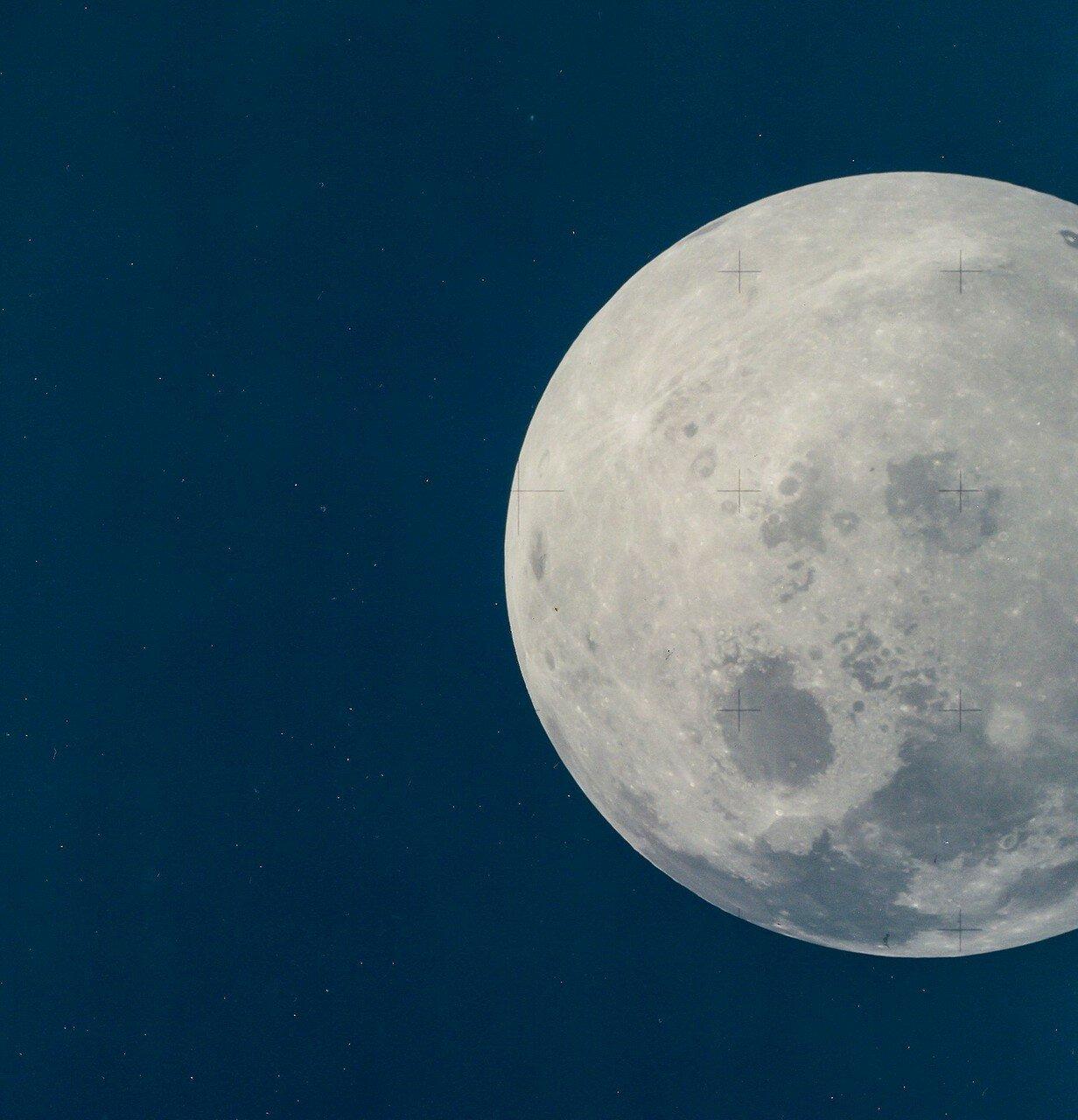 Первые проблемы с оборудованием служебного модуля начались утром, на третьи сутки полёта, в 47:00:07 полетного времени. Полная Луна