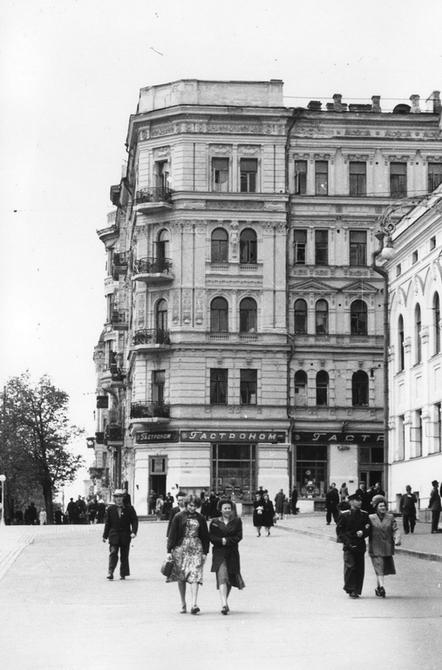 1956.04. Угол улиц Ленина (теперь улица Богдана Хмельницкого) и Лысенко. Фото: Примаченко А.