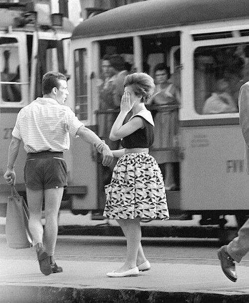 Break-up at the tram (Szakítás a villamosmegállóban), 1961 (Lajos György)