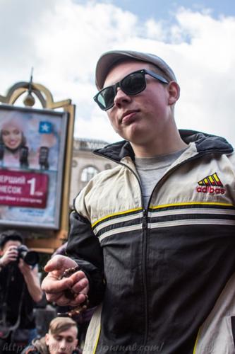 Украинские гопники вышли на площадь Киева
