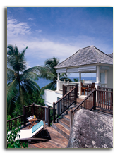 Сейшелы. О. Маэ. Banyan Tree Seychelles. Two Bedroom Double Pool Villa Lady Swimming In Pool