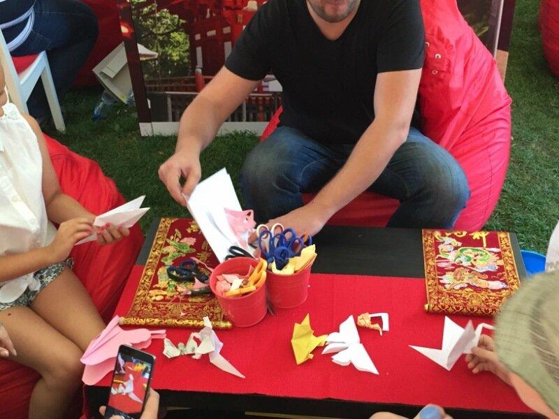 Урок оригами на фестивале «Солнце, море & EDA»