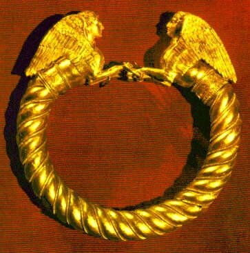 Золотой браслет из кургана Куль-Оба