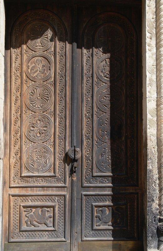 Рачинская резьба по дереву: западная (главная) дверь в церковь Баракони
