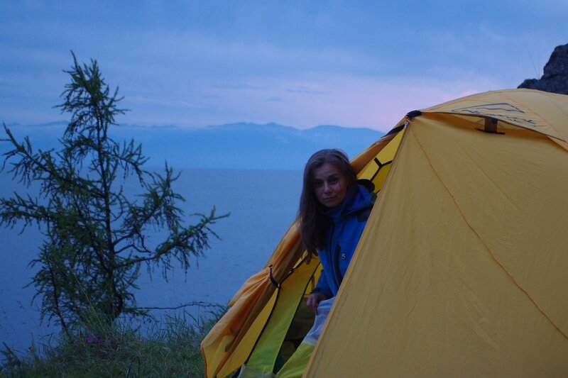 гляжу из палатки мимо Байкала.jpg