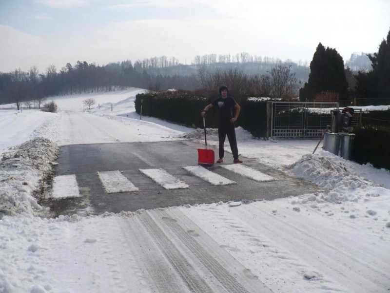 Път през снега