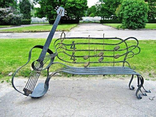 Музыкальная скамейка