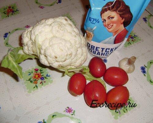 Ингредиенты для салата из цветной капусты и помидоров
