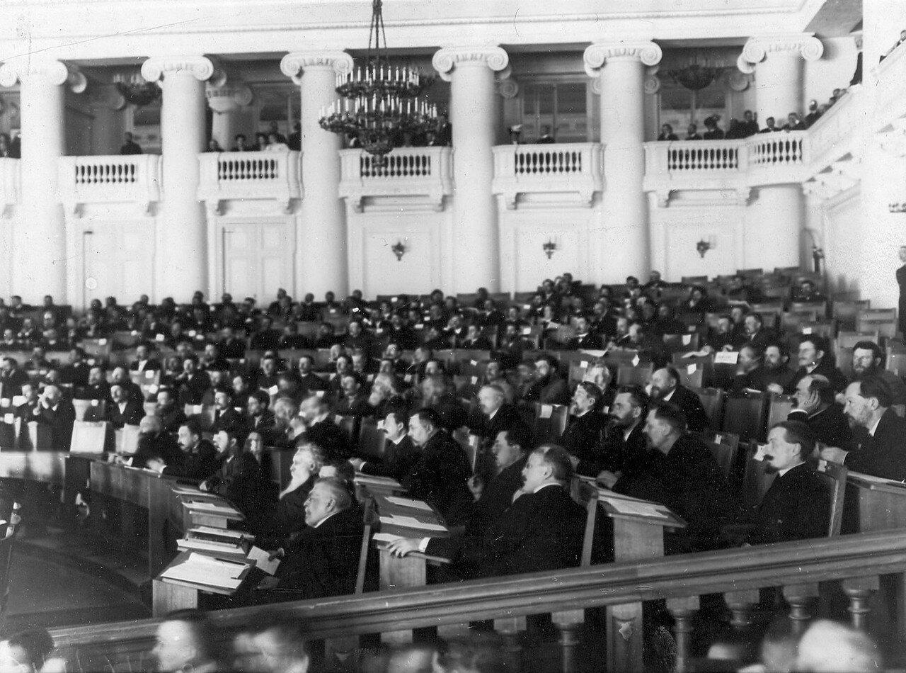 Депутаты Третьей Государственной думы в зале заседаний Таврического дворца