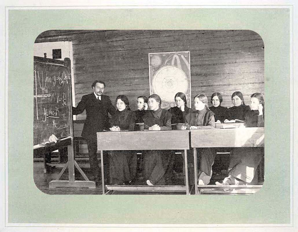 15. Ученицы женской гимназии