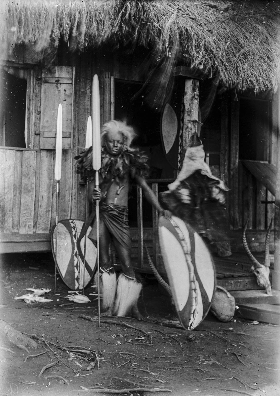 237. Портрет воина Масаи с копьем и щитом