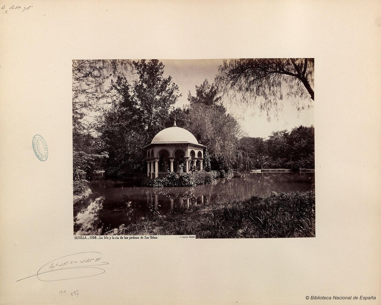 Ручей и островки в парке дворца Сан-Тельмо. Севилья.