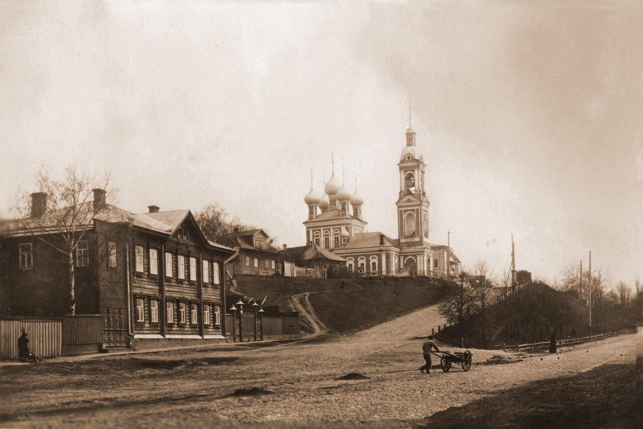 Вид на Муравьёвку и Борисоглебскую церковь.