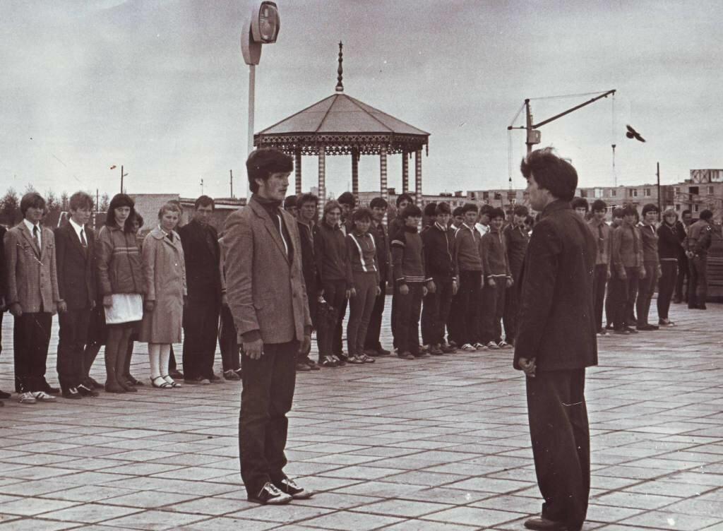 Молодежь пришла на строительство Мемориала Славы