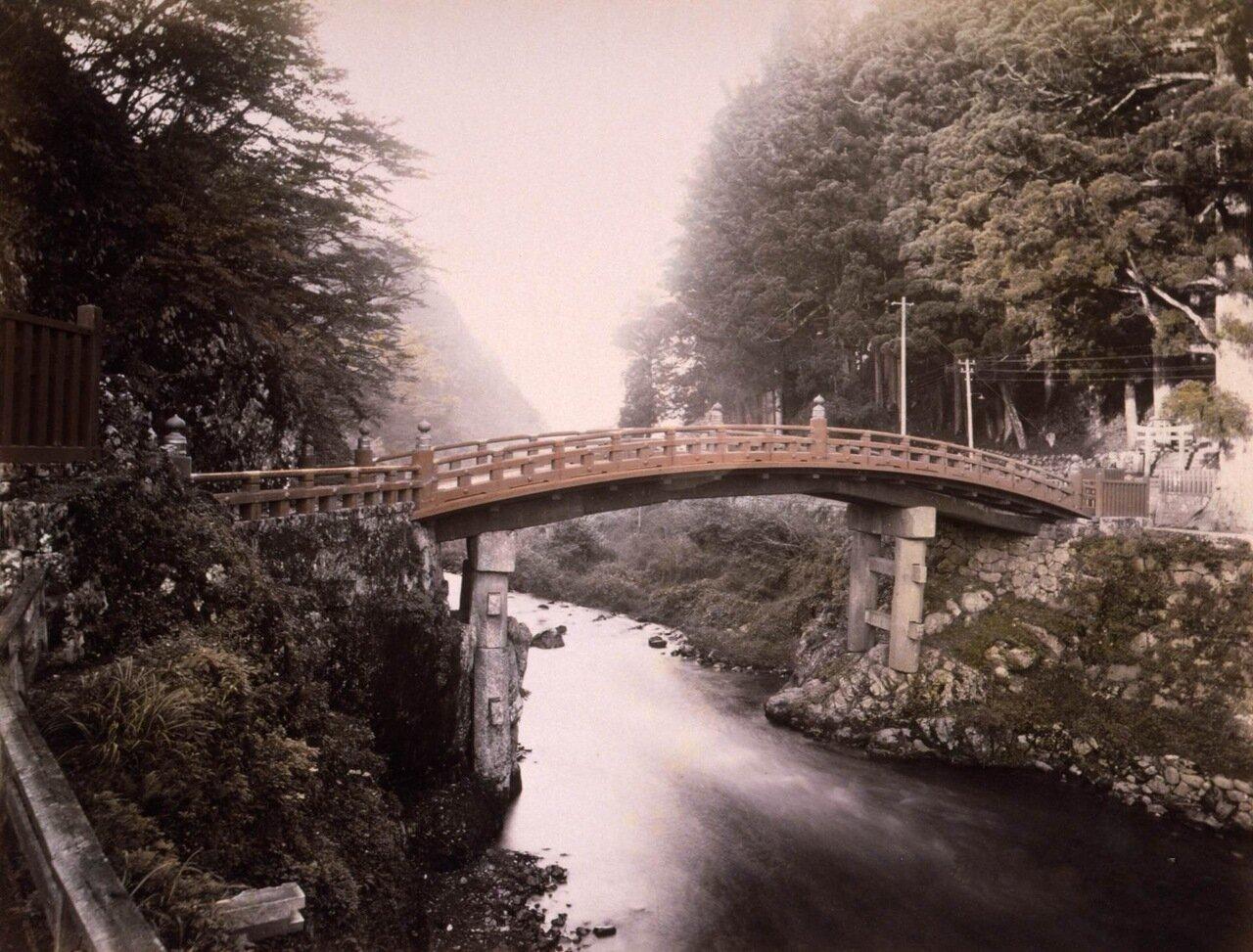 Красный Мост Синкё (священный мост) через реку Дайа в Никко, 1890 г.