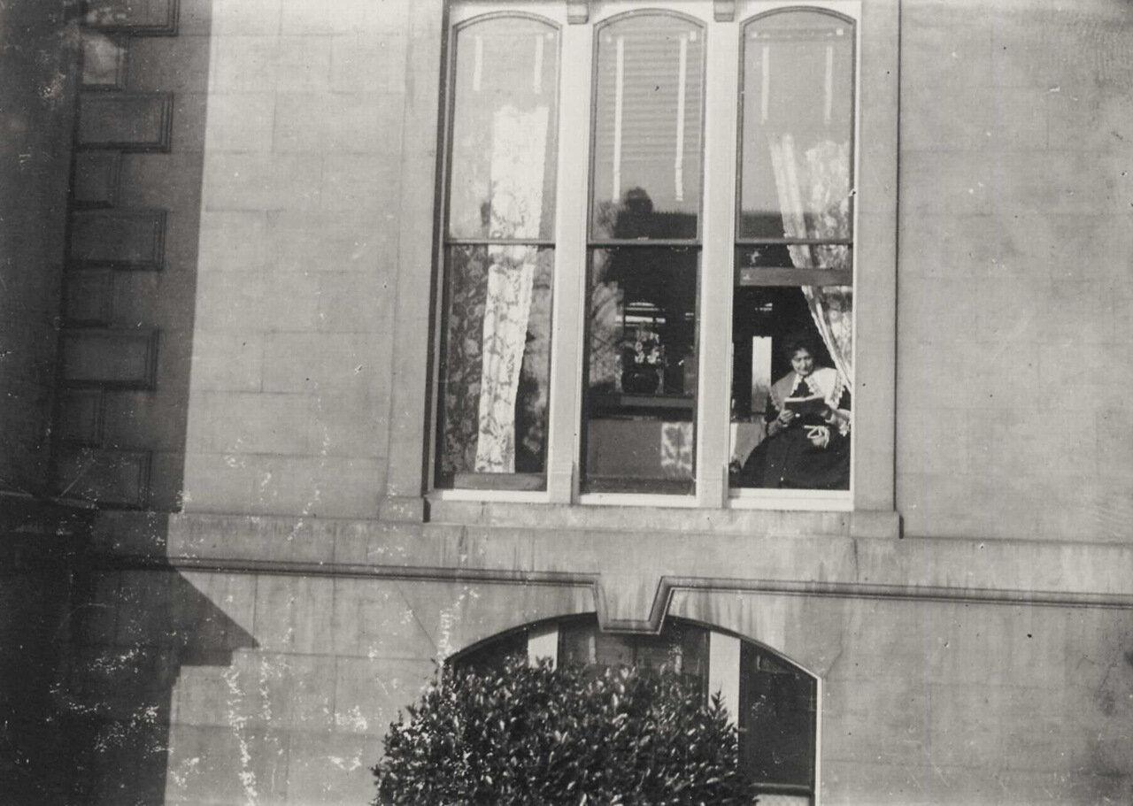 Мадам Золя на первом этаже Королевского отеля