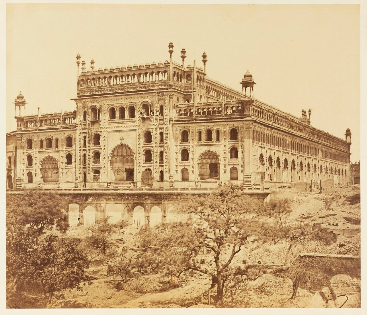 Вид Бара Имамбара с юго-запада 1858 г.
