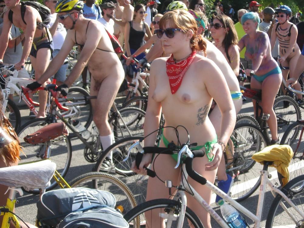 Велопробег нудистов фото