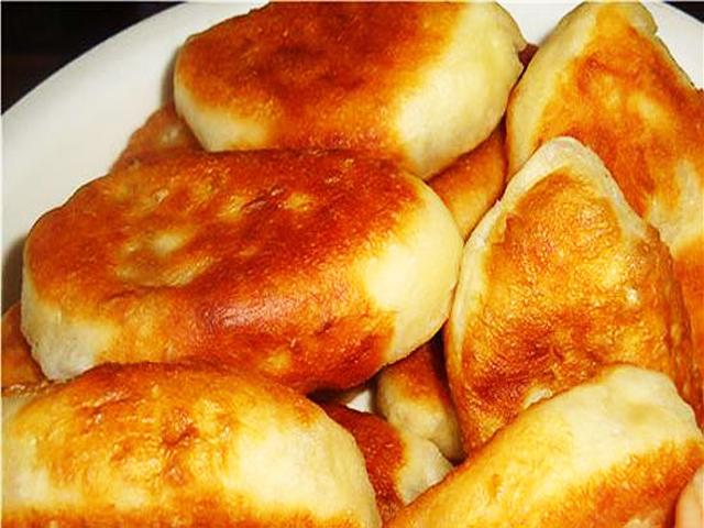 Жареные пироги из дрожжевого тестаы с фото