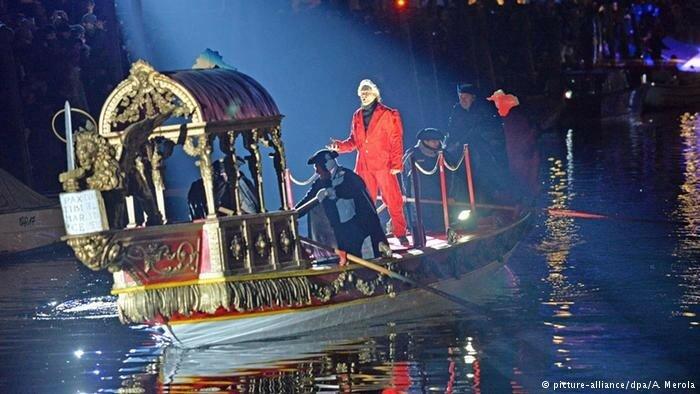 Карнавал в Венеции 2016 года: маски и полет ангела над городом