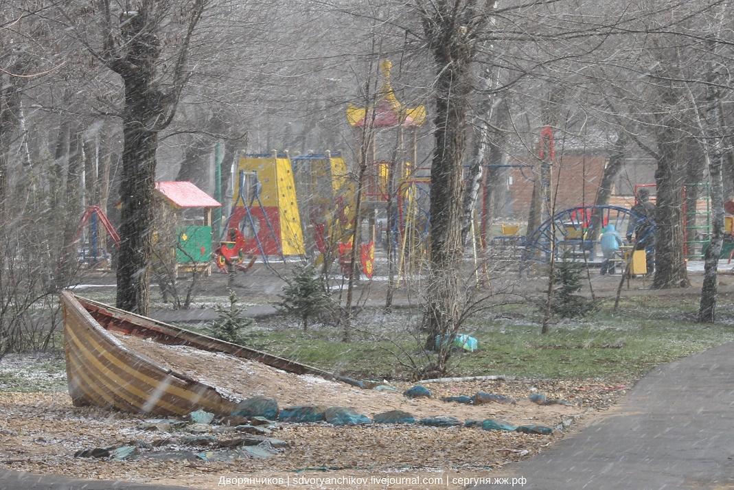 Лодка в снегу - Волжский - Парк ВГС - 20-21 марта 2016