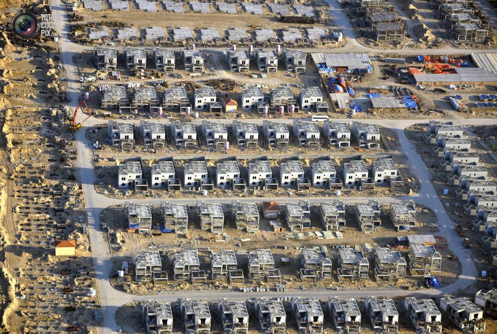 21. Вид с высоты птичьего полета на строительные работы в Дубае. (REUTERS/Matthias Seifert)
