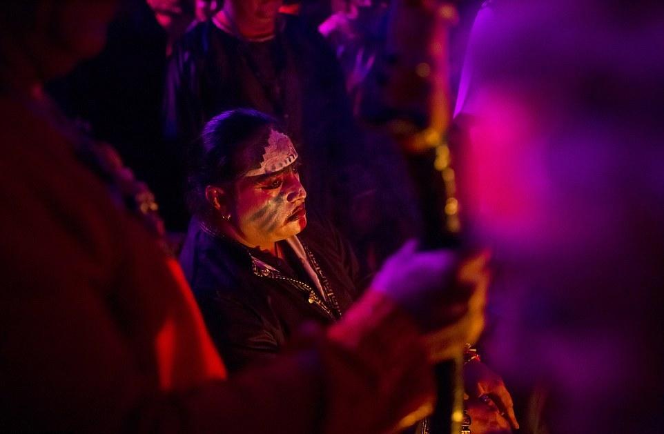 Согласно традиции, восемь сатанистских жрецов съехались со всей Мексики, чтобы устроить церемони