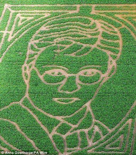 10. Великий вермонтский кукурузный лабиринт, США. Лабиринт с изображением динозавра, на прохождение