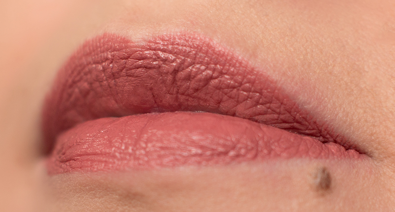 Помада-Rimmel-Lasting-Finish-Lipstick-by-Kate-Moss-оттенки-08-30-Отзыв-review-swatch5.jpg