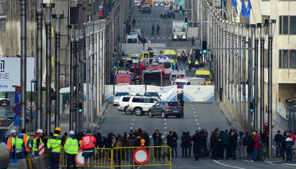 Брюссель оцеплен. Откуда слухи про несколько взрывов в метро https://img-fotki.yandex.ru/get/64326/33018055.9c/0_be6f4_1ba12fba_orig