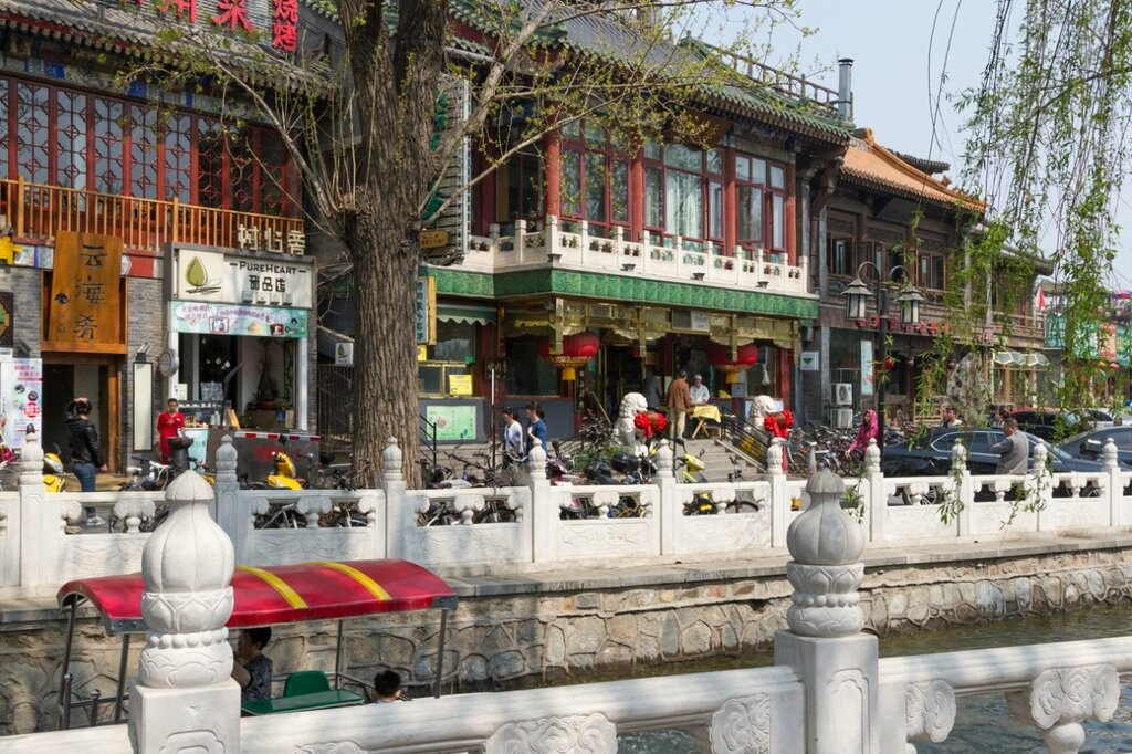 Рестораны и магазины на Восточной набережной Цяньхай, Шичахай, Пекин