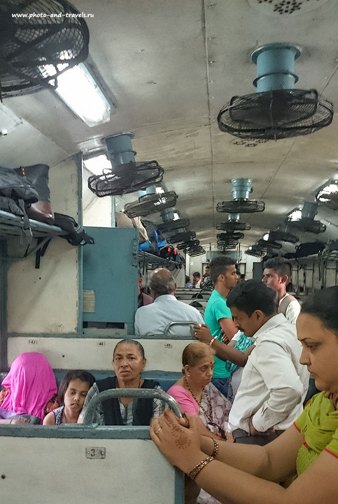 Фотография 8. Внутри вагона индийского поезда. Отзыв об отдыхе в Гоа самостоятельно (Sony D 6503, 1/32, f2, 5mm, ISO 400)