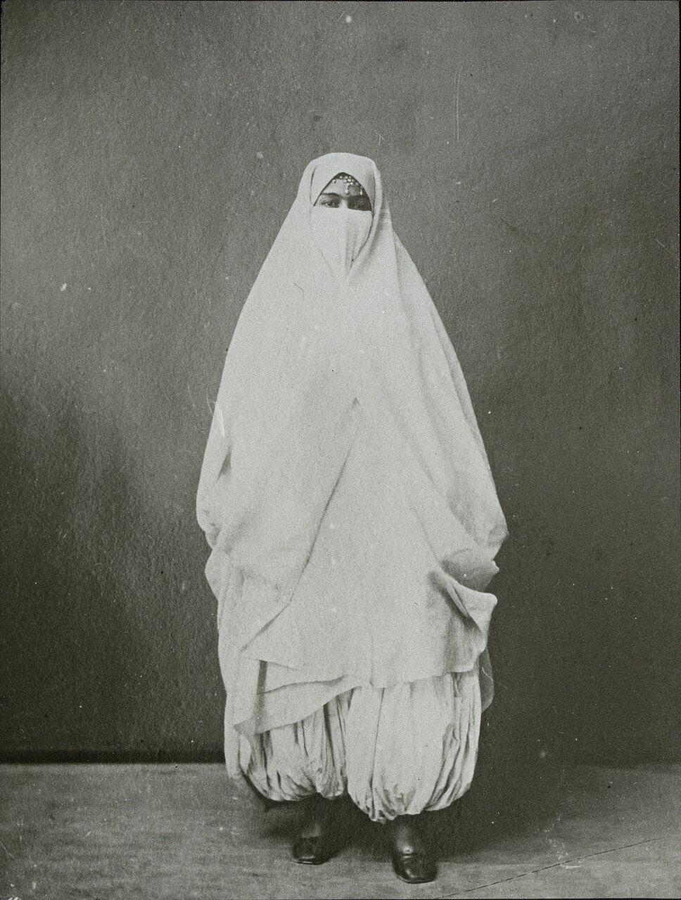 Женщина в традиционной одежде