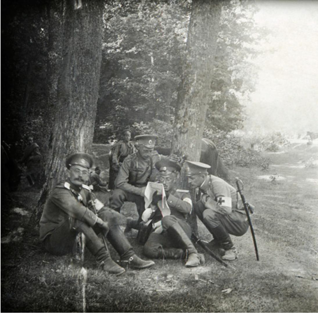08. 1914. Военные санитары на отдыхе. Польша